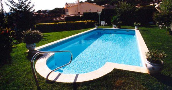 Condal-tiene-piscina-family