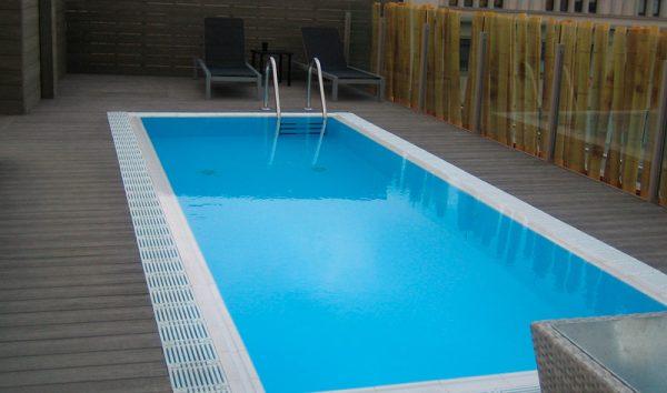 condal-una-piscina-family