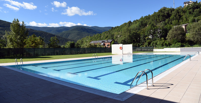 Publicas municipales 3 piscinas condal for Piscinas municipales barcelona
