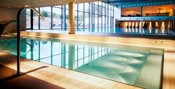 una-piscina-publica-de-condal