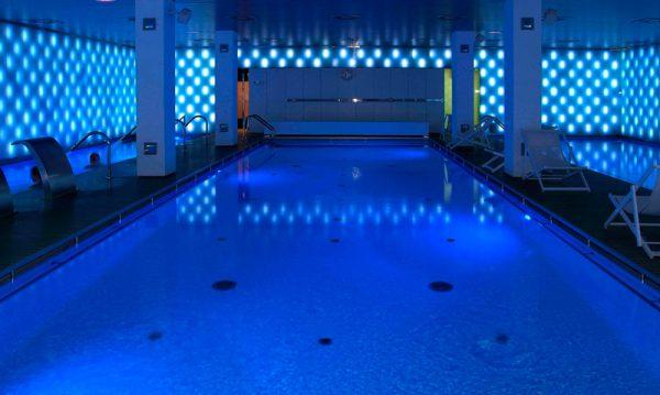 wellness-piscina-de-condal