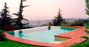 piscina en una casa