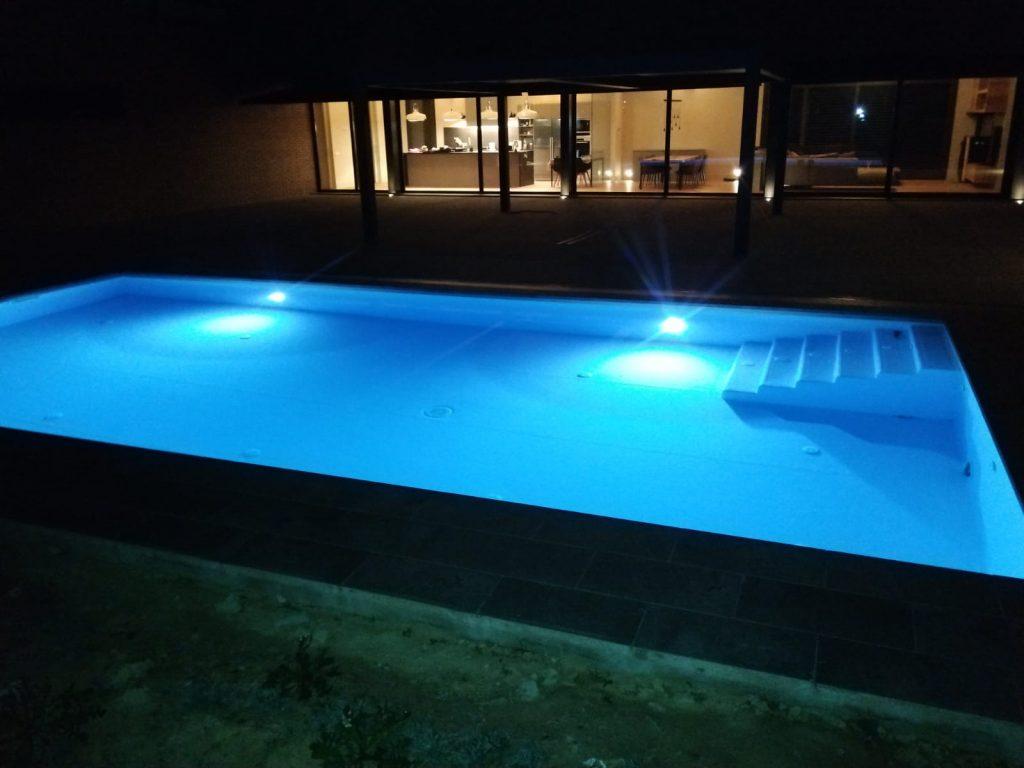 piscina lleida noche